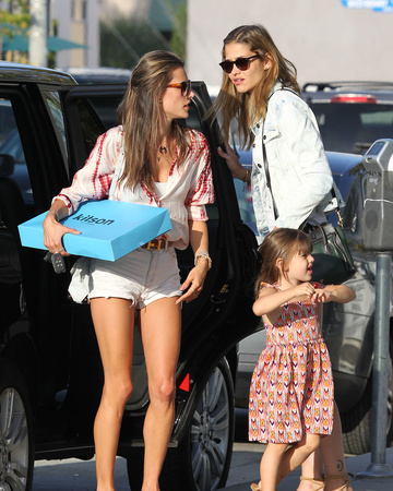 05-25 Ana and Alessandra shopping at Kitson