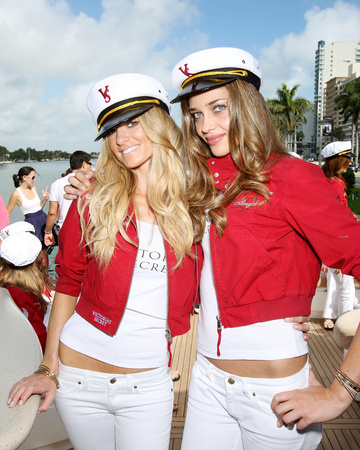 11-14 Victoria's Secret Supermodels Arrive By Yacht In Miami Beach